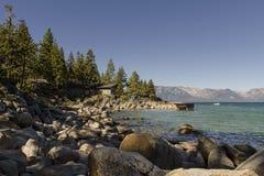 Carlingue latérale de lac avec un dock Image libre de droits