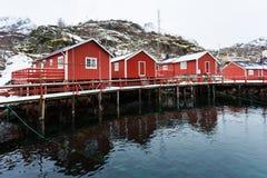 Carlingues rouges traditionnelles de la Norvège Photographie stock libre de droits
