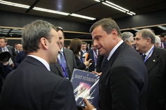 ¡ Carlo Ð alenda, der Minister der wirtschaftlichen Entwicklung von Italien am St- Petersburginternationalwirtschaftsforum Stockfotografie
