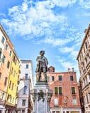 Carlo Goldoni w Campo San Bartolomeo Wenecja Sławny dramatopisarz i librettist obrazy stock