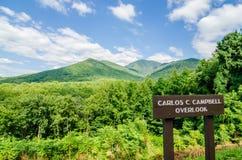 Carlos Campbell pasa por alto en Grandes Montañas Humeantes fotos de archivo