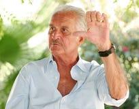 Carlos Fuentes faisant des gestes en Majorque Photographie stock libre de droits