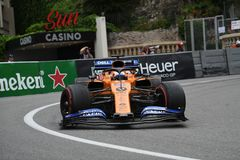 #55 Carlos Sainz (SPA, McLaren MCL34) at the Fairmont hairpin