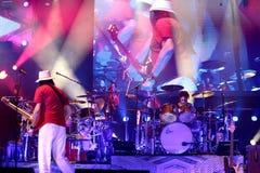 Carlos Santana Band durante il giro - giro 2016 di luminosità Fotografia Stock