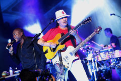 Carlos Santana durante il giro - giro 2016 di luminosità Immagini Stock