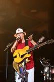 Carlos Santana durante il giro - giro 2016 di luminosità Immagini Stock Libere da Diritti