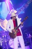 Carlos Santana durante il giro - giro 2016 di luminosità Fotografia Stock
