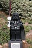 CARLSBAD USA, FEBRUARI 6: Star Wars Darth Vader Minifigure som göras med Arkivfoto