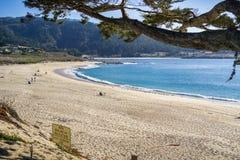 Carmel河国家海滩在一个晴天, Carmel由这海,蒙特里半岛,加利福尼亚 库存照片