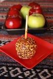 Carmel-Apfel mit besprüht Lizenzfreie Stockfotos