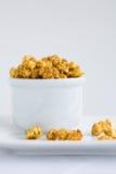 Carmel deckte Popcorn ab Lizenzfreie Stockbilder