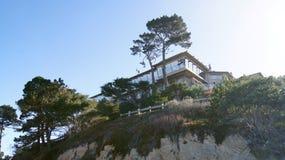 CARMEL, KALIFORNIEN, VEREINIGTE STAATEN - 6. OKTOBER 2014: schöne Häuser am Pebble- Beachgolfplatz, der ein Teil von ist stockfotos