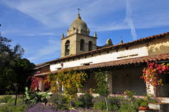 Carmel Mission Bell Tower en Tuin Stock Foto's