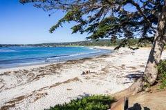 Carmel State Beach em um dia claro ensolarado, península do Carmel-por--mar, Monterey, Califórnia fotografia de stock