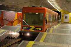 Carmelit ondergrondse trein in Haifa, Israël stock foto
