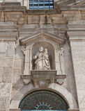 Carmelitas教会(第17个c圣约瑟夫雕象  ) 在波尔图, Portug 免版税库存照片