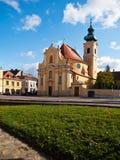 Carmelite Kerk in de stad van Gyor, Hongarije stock foto's