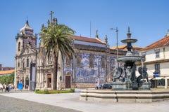 Carmelites-Kirche mit unserer Dame vom Karmel in der Mitte von Porto Lizenzfreies Stockbild