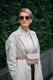 Carmen Negoita Estilo da rua: 29 de fevereiro - Milan Fashion Week Fall /Winter imagens de stock royalty free