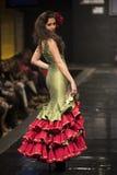 Carmen Rojo apresenta a coleção em Pasarela Flamenca Jerez 2015 Imagens de Stock Royalty Free