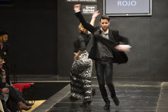 Carmen Rojo montra la raccolta a Pasarela Flamenca Jerez 2015 Immagini Stock Libere da Diritti