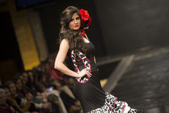 Carmen Rojo montra la raccolta a Pasarela Flamenca Jerez 2015 Immagini Stock