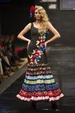 Carmen Rojo pokazuje kolekcję przy Pasarela Flamenca Jerez 2015 Zdjęcie Royalty Free