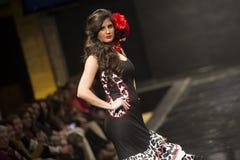 Carmen Rojo pokazuje kolekcję przy Pasarela Flamenca Jerez 2015 Obrazy Stock
