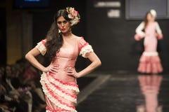 Carmen Rojo présente la collection chez Pasarela Flamenca Jerez 2015 Photographie stock