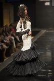 Carmen Rojo stellt Sammlung bei Pasarela Flamenca Jerez 2015 zur Schau Stockbilder