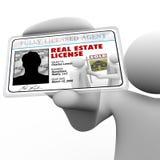 Carné de identidad de Holding License Laminated del agente inmobiliario ilustración del vector