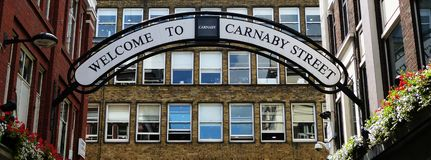 Carnaby街的标志在伦敦 库存图片