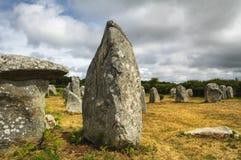Carnac (Bretagna, Francia): menhir e dolmen Immagine Stock