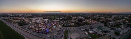 Carnaval aéreo de Hallandale del panorama escénico en el crepúsculo imagen de archivo libre de regalías