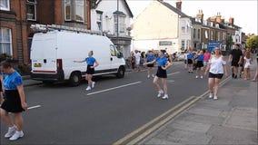 Carnaval de la calle de las muchachas de los majorettes del baile
