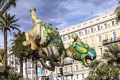 Carnaval de Nice, bataille de ` de fleurs Dragon aérostatique Photo stock