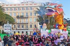 Carnaval de Nice en Côte d'Azur C'est l'événement principal de l'hiver de la Riviera Le thème pour 2013 était roi des cinq contin Photographie stock libre de droits