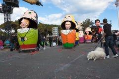 Carnaval de Nice en Côte d'Azur Le thème pour 2013 était roi des cinq continents Gentil, Frances - 26 février 2013 Images libres de droits