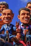 Carnaval de Putignano : flotteurs Politiciens italiens : gestes superstitieux L'ITALIE (Pouilles) Photo libre de droits