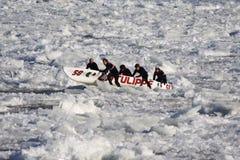 Carnaval de Quebec: Raza de la canoa del hielo fotografía de archivo libre de regalías