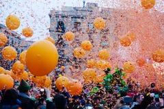Carnaval - de slagen van Taronjada in Barcelona Stock Foto