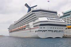 Carnaval-de Vrijheid van het schipcarnaval van de Cruiselijn ` s stock afbeelding