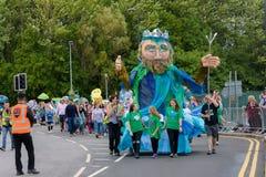 Carnaval du défilé de festival de géants dans Telford Shropshire Photographie stock