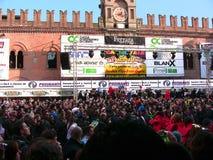 Carnaval en la plaza principal del Cento fotos de archivo