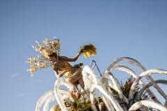 Carnaval famoso de agradável, batalha do ` das flores Grande flutuador dedicado ao champanhe imagem de stock