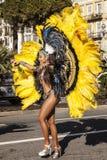 Carnaval famoso de Niza, batalla del ` de las flores Bailarines de la samba Imagen de archivo