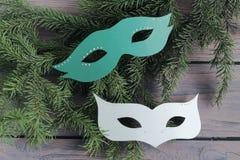 Carnaval-maskers op houten achtergrond Stock Foto