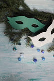 Carnaval-maskers op Kerstmisboom Stock Afbeelding