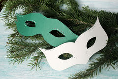 Carnaval-maskers op Kerstmisboom Royalty-vrije Stock Afbeelding