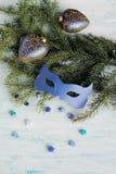 Carnaval-maskers op Kerstmisboom Royalty-vrije Stock Foto's